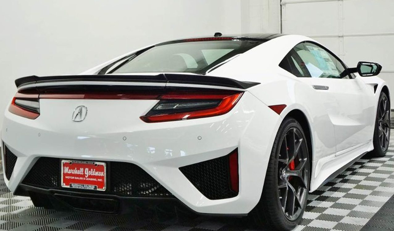 The Acura NSX lines look amazing in bright colors