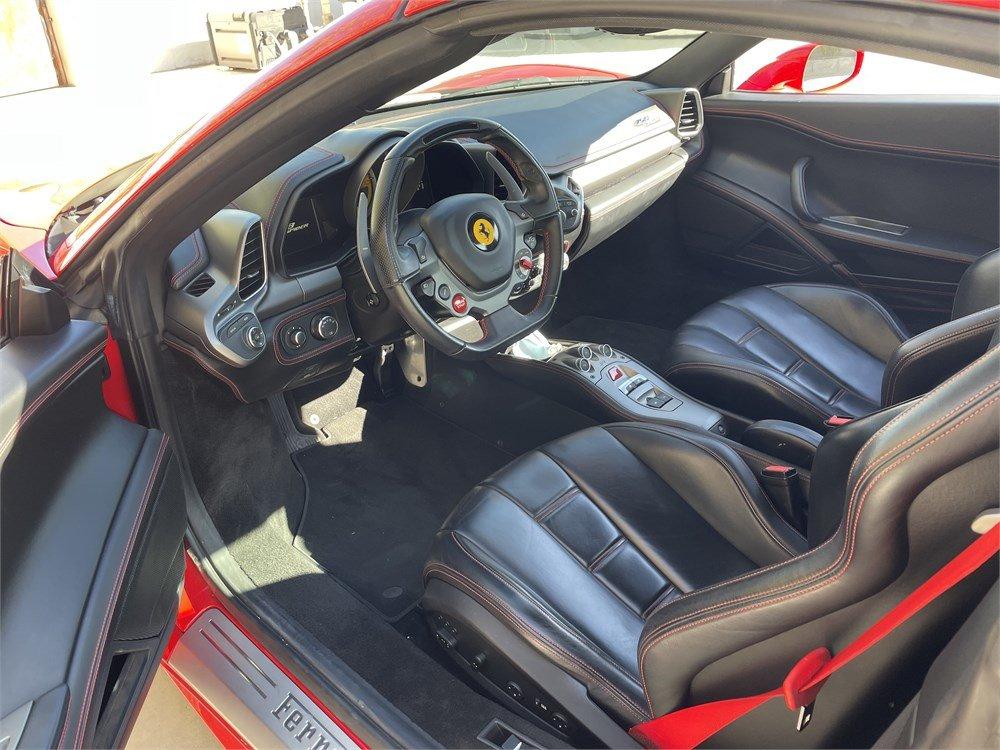 2014 Ferrari 458 Spider interior