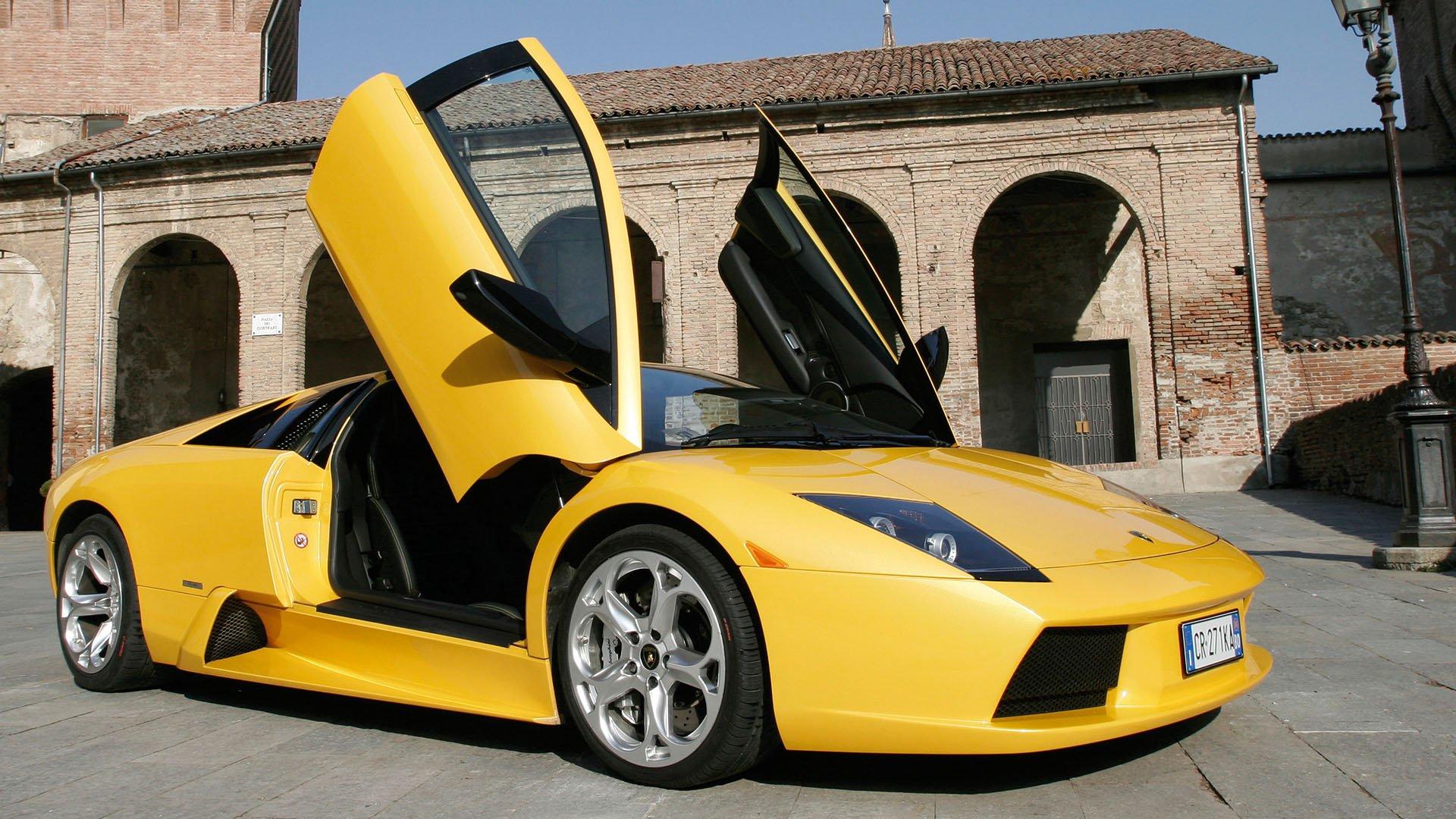 Lamborghini Murciélago with doors open