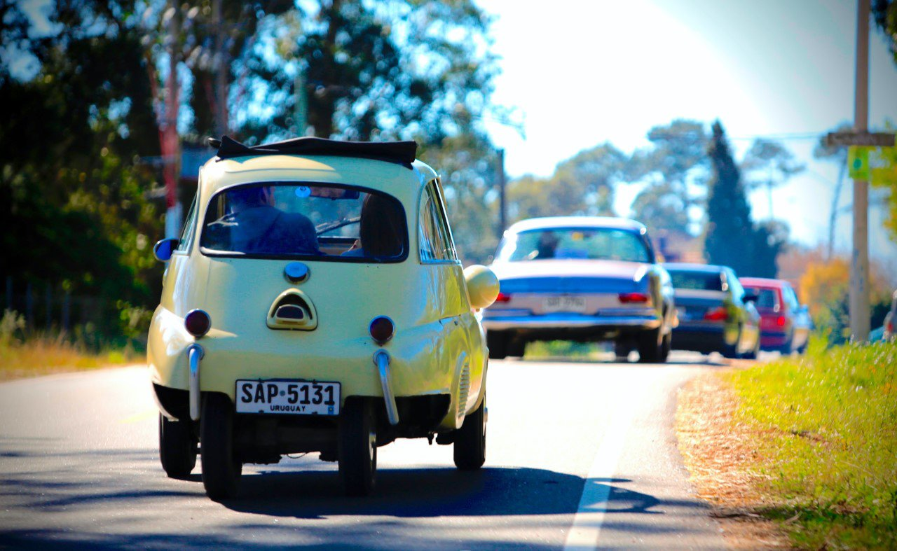 To end the coronavirus lockdown, the Montevideo Classic Car Club organized a 3-hour drive that included 70 vintage vehicles