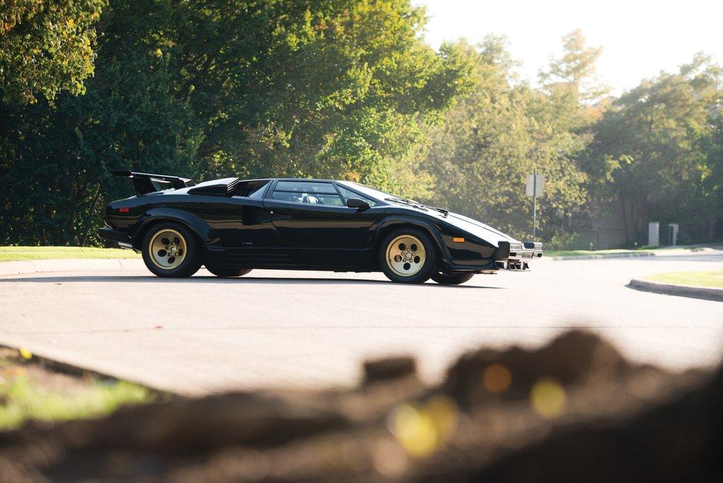 Side view of the 1985 Lamborghini Countach LP5000QV