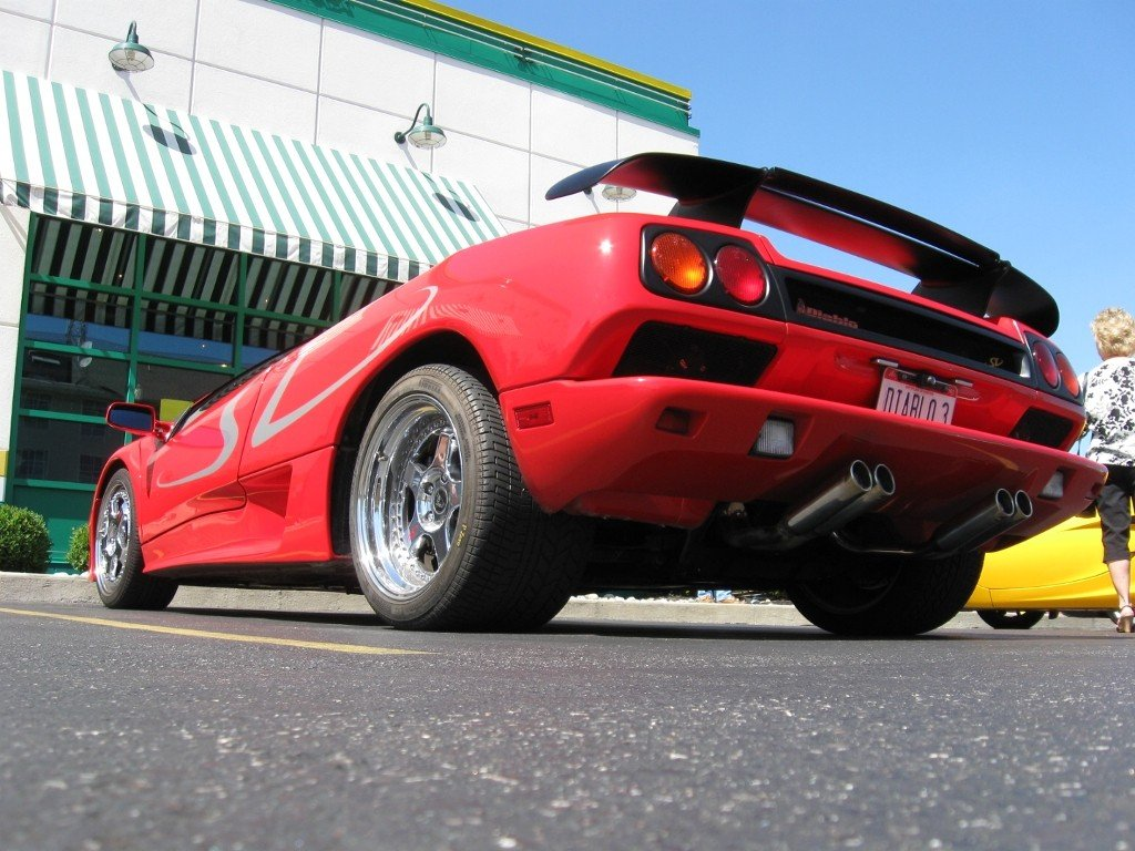 Red Lamborghini Diablo SV