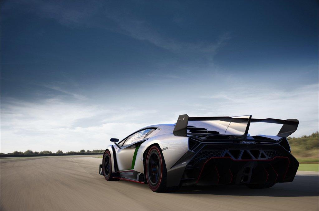 Rear view of the 2013 Lamborghini Veneno
