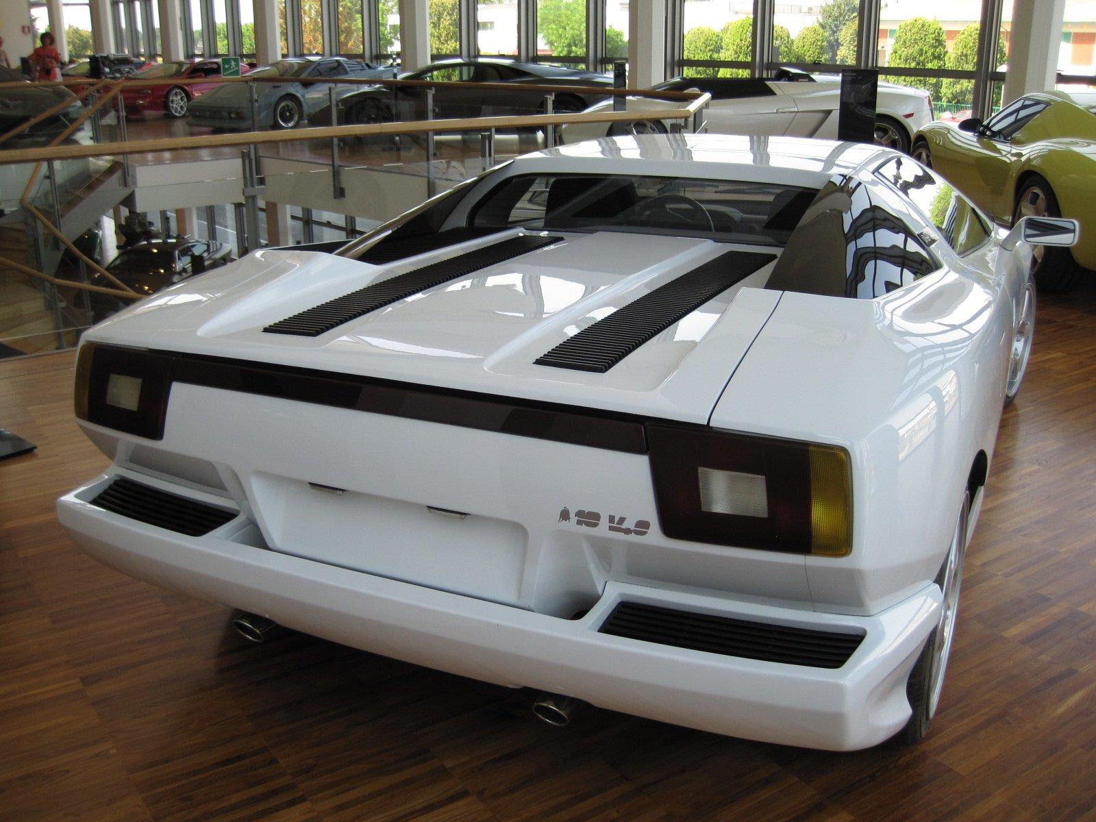 1988 Lamborghini P140 Concept rear, wikimedia: